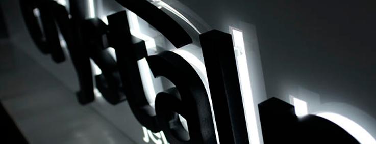 Enseigne lumineuse lettre relief PVC noire